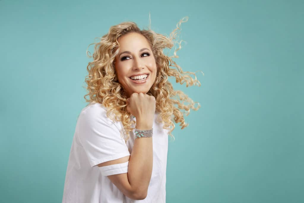Top curly hair tips to minimize frizz