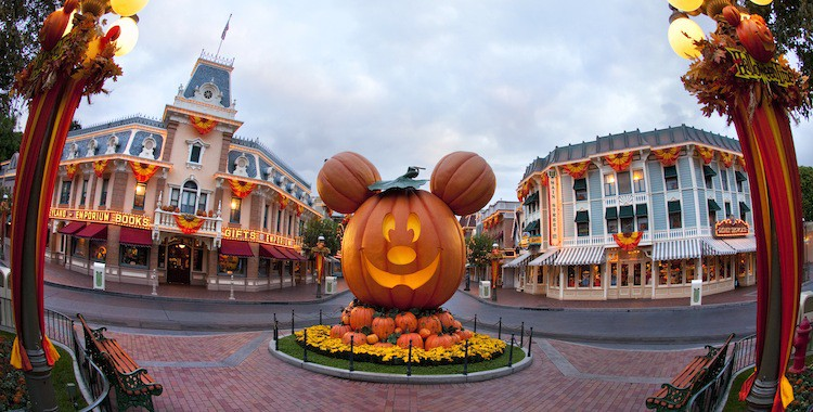 5 Reasons to Go to Disneyland for Halloween!
