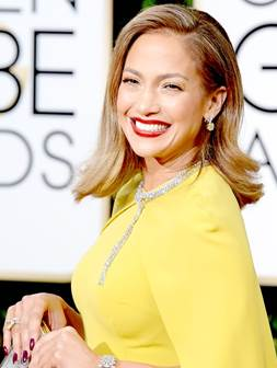 Jennifer Lopez smiling at 2016 Golden Globes
