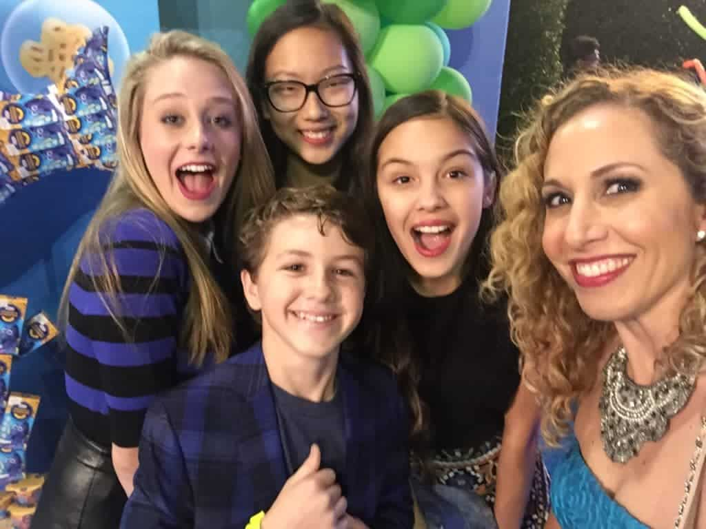 jeannette with the cast of bizaardvark
