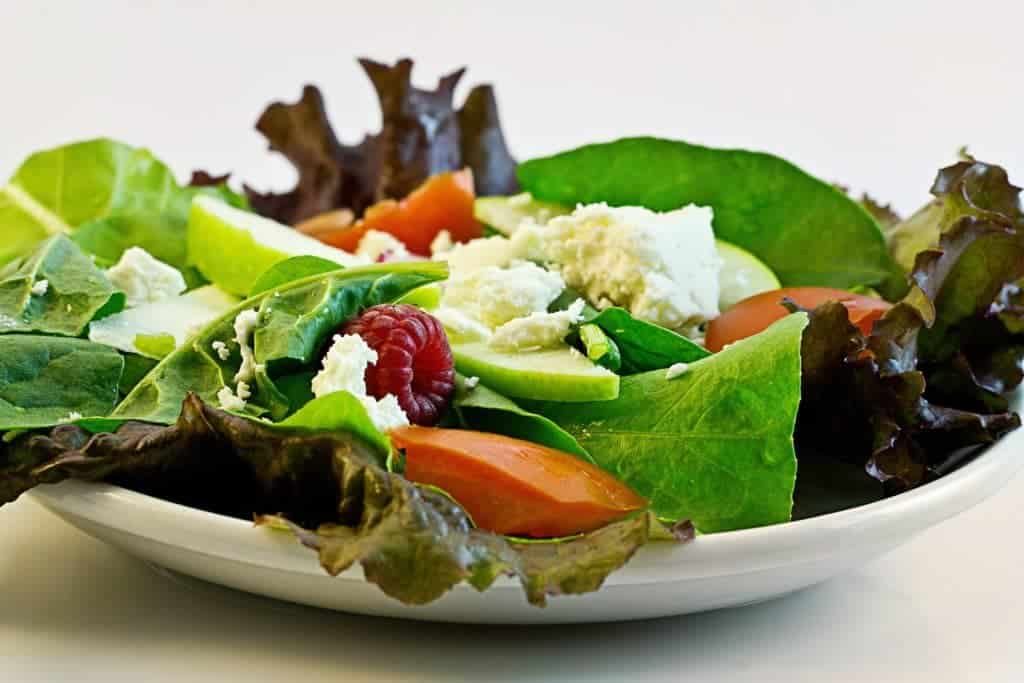 Choose salad and make healthier choices to avoid weight gain during the holidays