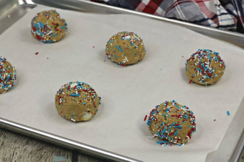 These delicious M&M cookies are the sweetest way to celebrate the 4th of July. Here's the recipe!