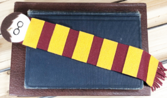 Create this quick and easy Harry Potter felt bookmark with the kiddos and share the wonderful experience of reading!