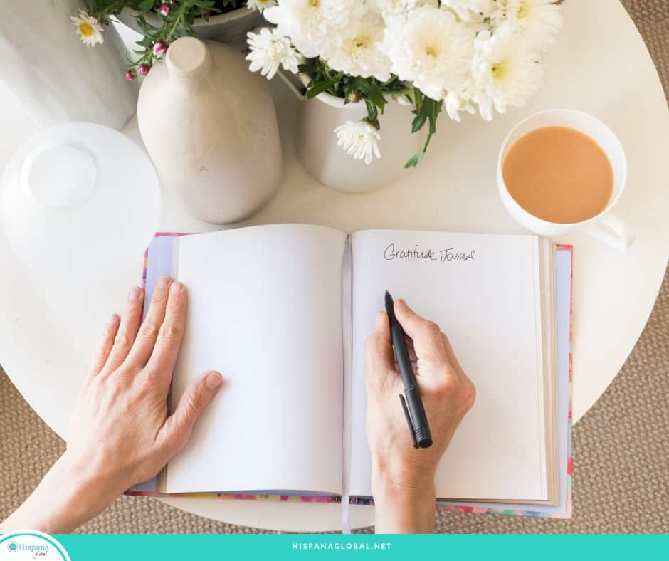 Here's how to make your own free gratitude journal to keep track of what you're thankful for and find inspiration every single day. You can also download the free printable.