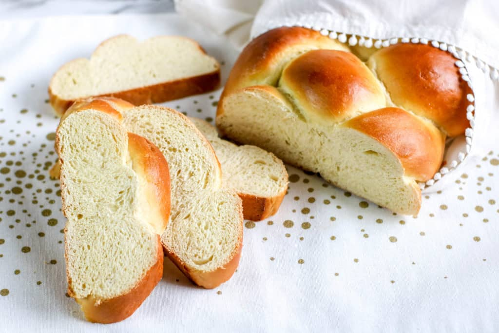 This delicious olive oil challah bread recipe is a variation of the traditional version that is ideal for Hanukkah and the festival of lights.
