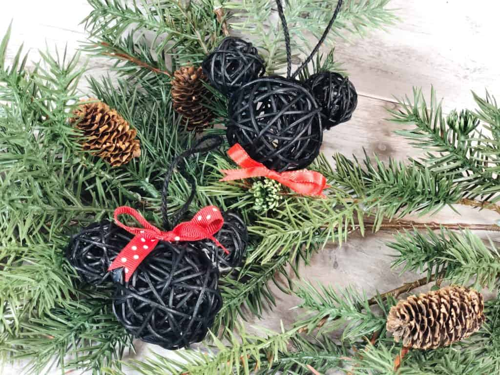 This fun and inexpensive craft takes less 15 minutes and shows you how to make your own Mickey and Minnie Mouse ornaments.. They're so perfect for all Disney lovers!