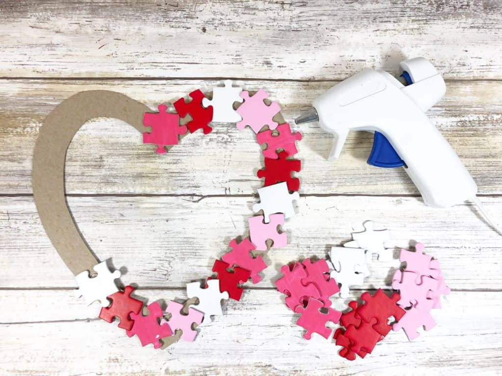 Upcycle your old puzzles with this lovely DIY. Here's how to make a heart wreath with puzzle piece that's perfect for Valentine's Day!