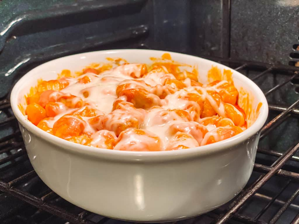 You won't believe how easy it is to make gnocchi with pink sauce. It's a foolproof recipe that you can make with ingredients you probably already have in your pantry.