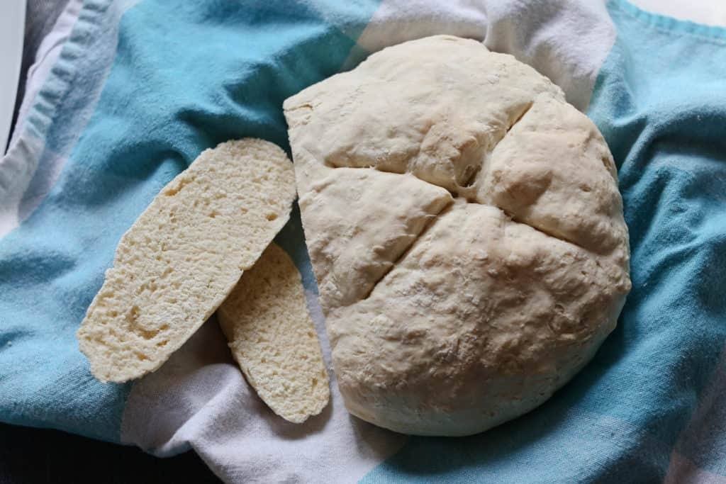 Want homemade bread? This easy no yeast bread recipe can be done in minutes and is so delicious!