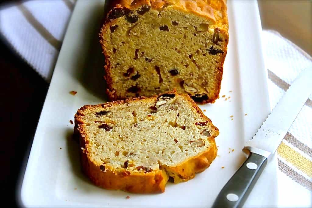 This easy banana bread recipe is so easy to make that your kids can help you. It's so good!