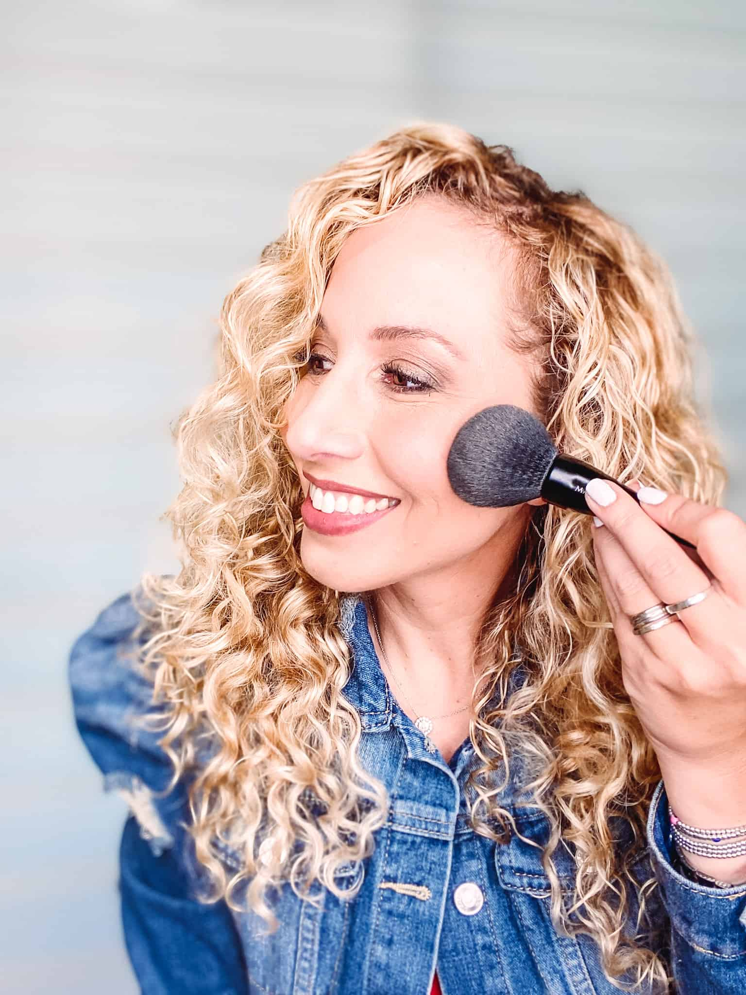 Does your makeup seem to disappear after a few hours? Does it melt? Here are the top tips so your makeup lasts all day