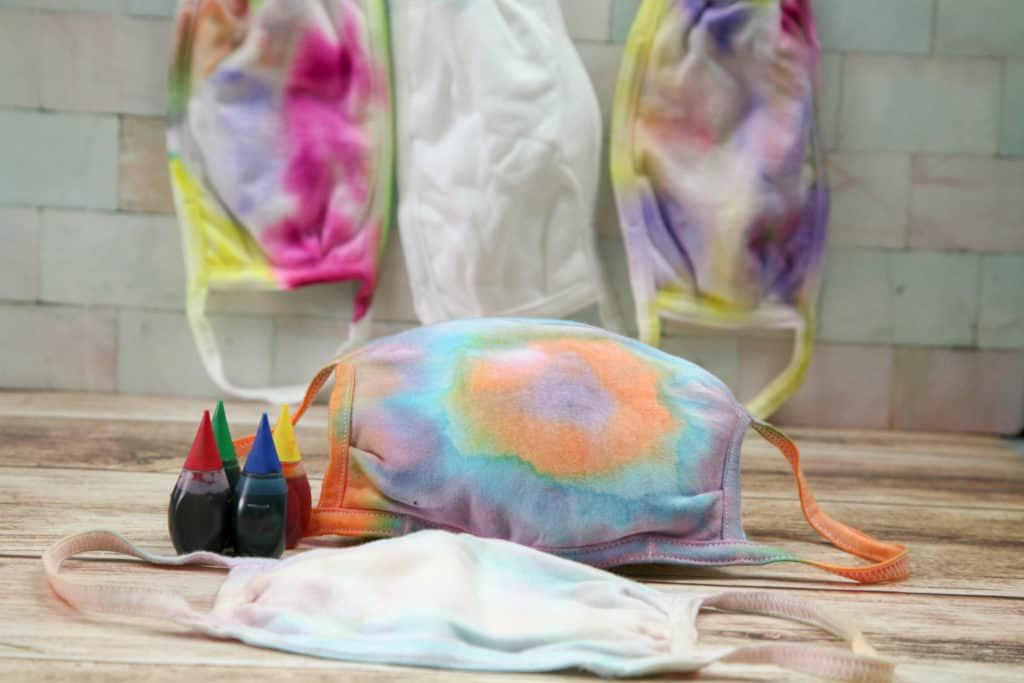 How to make tie dye masks using food coloring