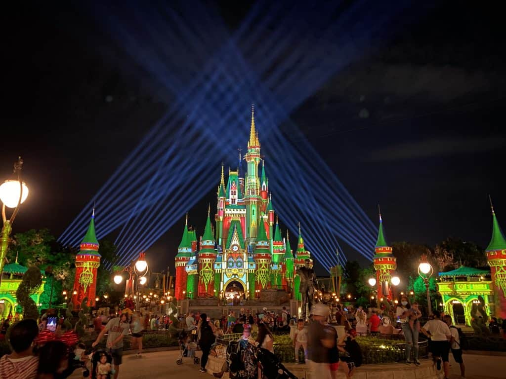 Planning a Disney vacation for the holidays? Here are the top tips for your 2020 Disney World trip.