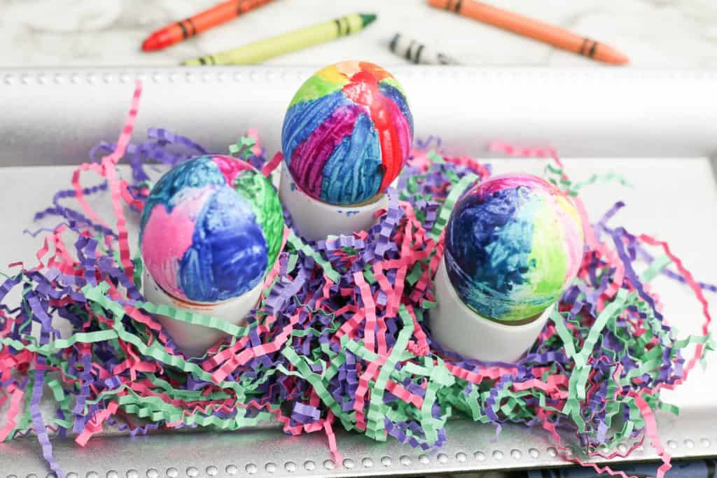 Children can easily make these beautiful Easter eggs with melted crayons. The process is quite easy and is a great activity for kids.